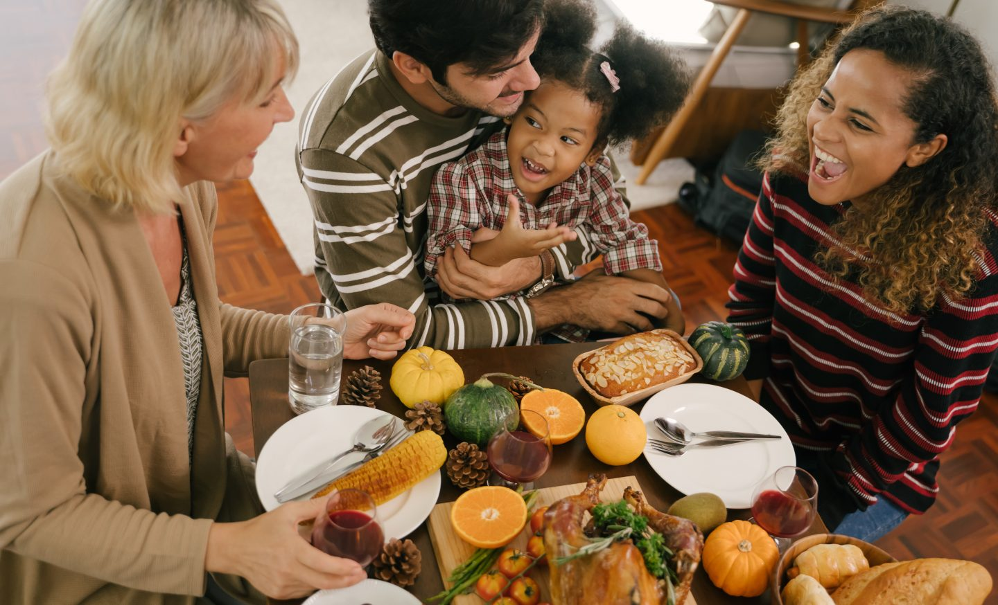 Thanksgiving table family